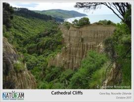 Du côté de Gore Bay se trouvent les bien nommées Cathedral Cliffs (Falaises Cathédrale en français). Le temps et l'érosion si particulière de l'île du Sud de la Nouvelle-Zélande ont ainsi façonné dans l'argile de cette falaise côtière une véritable sculpture gothique. Les colons anglais auraient-ils reconnu dans ces colonnes de terre les célèbres murs de la cathédrale de Canterbury ?